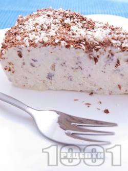 Домашна сладоледена торта Страчатела с крема сирене, бисквити и шоколад - снимка на рецептата
